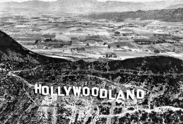 """""""La scritta HOLLYWOODLAND sulle colline di Hollywood"""""""