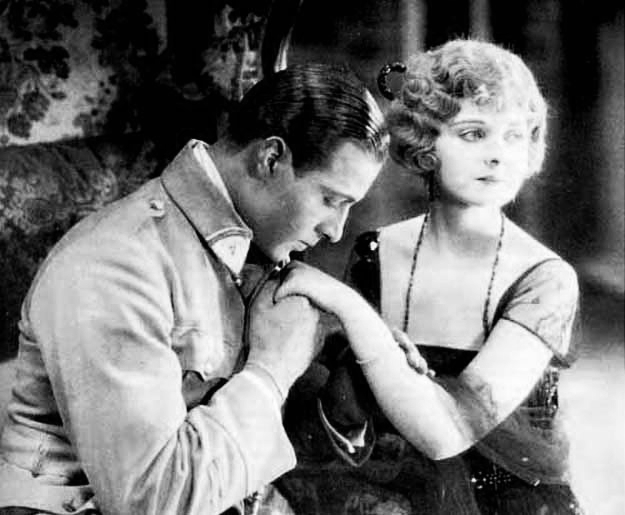 """Rodolfo Valentino nel film I quattro cavalieri dell'apocalisse (1921) di Rex Ingram."""