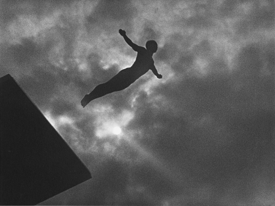 """""""Immagine di un tuffatore dal documentario Olympia di Leni Riefenstahl"""""""