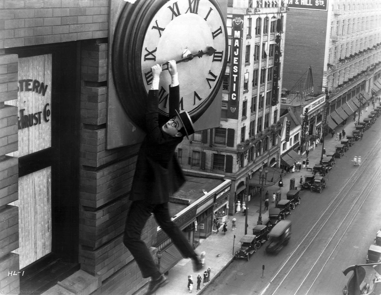 """""""Immagine dal film Preferisco l'ascensore di Harold Lloyd."""""""